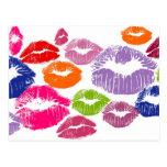 El lápiz labial colorido besa color del labio postales