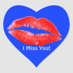 El lápiz labial de la diversión besa a Srta. You R Pegatina De Corazón Personalizadas