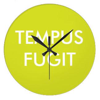 El latín de encargo verde del texto expresa Tempus Reloj Redondo Grande
