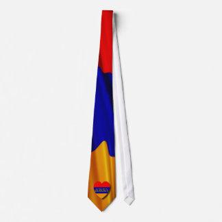 El lazo armenio de la bandera corbata