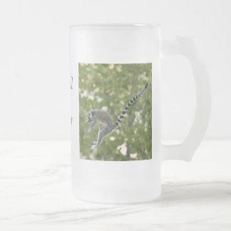 El Lemur salta la taza