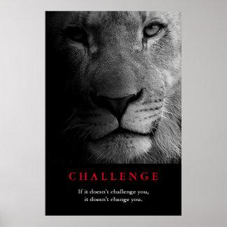 El león blanco negro observa cita de motivación póster