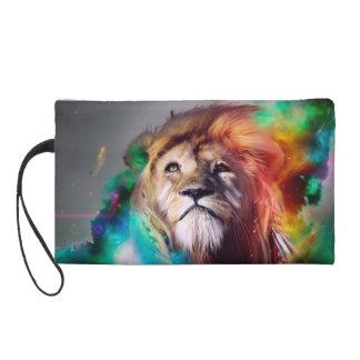 El león colorido que mira para arriba empluma el