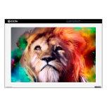El león colorido que mira para arriba empluma el calcomanías para portátiles