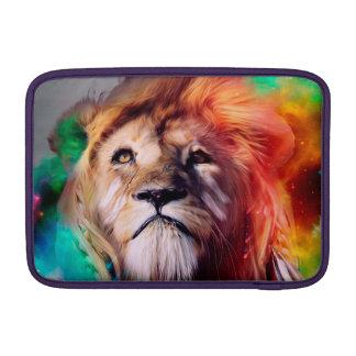 El león colorido que mira para arriba empluma el fundas MacBook