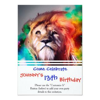 """El león colorido que mira para arriba empluma el invitación 5"""" x 7"""""""