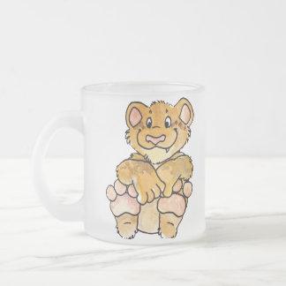 El león Cub asalta Taza De Cristal