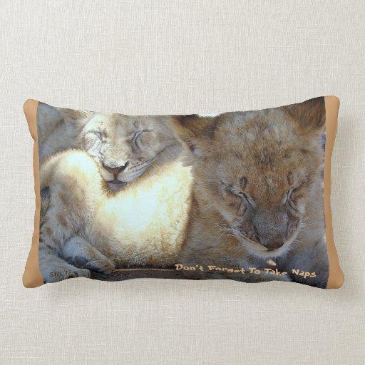 El león Cub soporta para las siestas Cojín