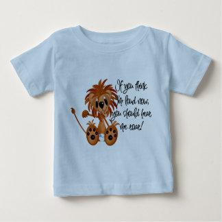 El león del bebé me oye rugir las camisetas y los