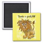 El león del dibujo animado le agradece amarillo imán cuadrado