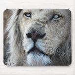 El león escucha mi latido del corazón alfombrilla de ratón
