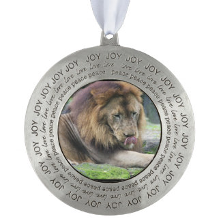 ¡El león que lame el suyo taja! Adorno Redondo De Peltre
