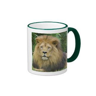 El león taza de café