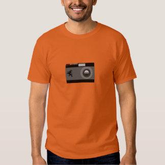 El león y su cámara camisas