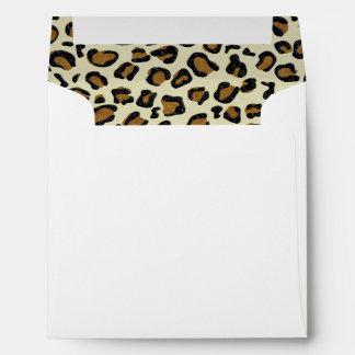 El leopardo mancha el interior del modelo sobres
