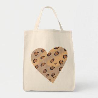 El leopardo mancha el modelo en bolsos de una bolsa tela para la compra