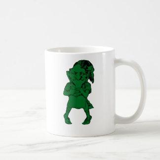 El Leprechaun de St Patrick que siente la taza de