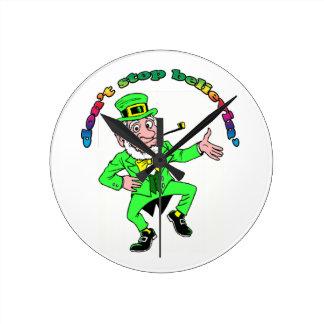 El Leprechaun del día de St Patrick no para el cre Relojes
