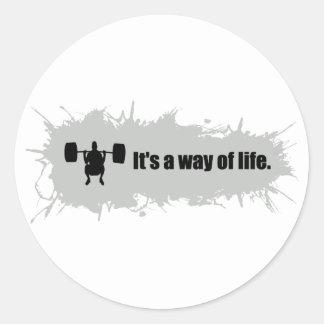 El levantamiento de pesas es una manera de vida pegatina redonda