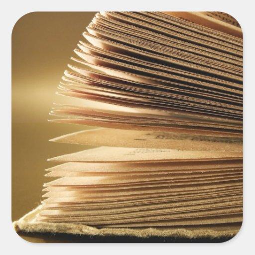 El libro antiguo pagina a los pegatinas calcomania cuadradas personalizadas
