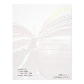 el libro del vintage abierto se descolora papel co membrete personalizado