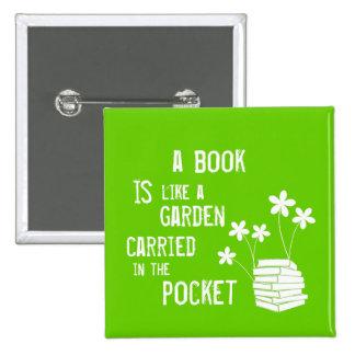 El libro es como un jardín llevó adentro el bolsil pin cuadrado