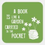 El libro es como un jardín llevó adentro el pegatina cuadrada