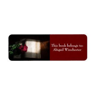 El libro viejo con rojo Rosa-Este libro pertenece  Etiqueta De Remite