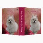 El lirio blanco del perro de Pomeranian florece la