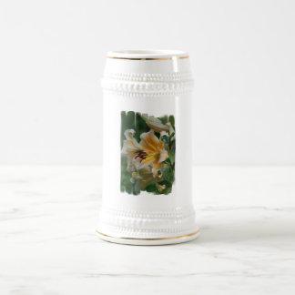 El lirio florece cerveza Stein Tazas