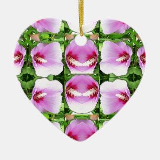 El lirio rosado SONRIENTE de Lilly florece a Adorno De Cerámica En Forma De Corazón