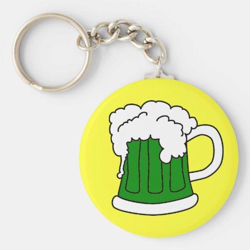 El llavero de St Patrick verde de la cerveza