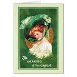 El llevar de la tarjeta de felicitación verde