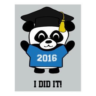 El llevar del graduado de la panda camiseta azul y postal