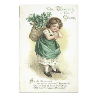 El llevar del trébol del chica verde del Victorian Fotografía