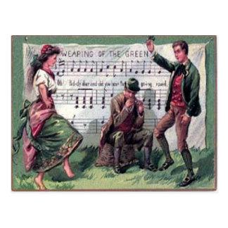 El llevar del vintage de la tarjeta del día del St Tarjeta Postal