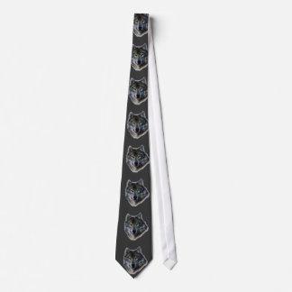El lobo gris observa la corbata de la dirección de