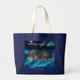 El lobo gris observa y la fauna de la aurora lleva bolsa