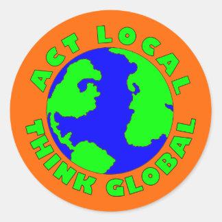 El Local del acto piensa al pegatina global