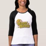 El logotipo con alas de las maravillas camisetas