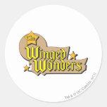 El logotipo con alas de las maravillas pegatina redonda