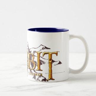 El logotipo de Hobbit sobre las montañas Taza De Dos Tonos