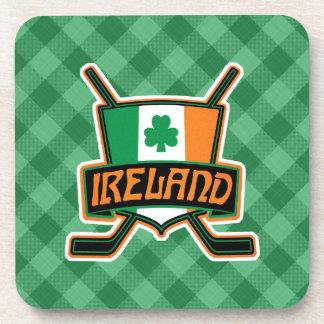 El logotipo irlandés de la bandera del hockey posavaso