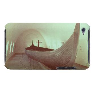 El longship de Gokstad (madera) iPod Touch Case-Mate Protectores