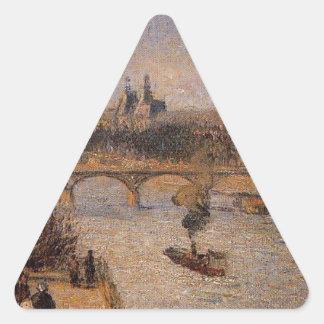 El Louvre 2 de Camille Pissarro Pegatina Triangular