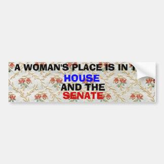 El lugar de una mujer está en la casa y el senado pegatina para auto