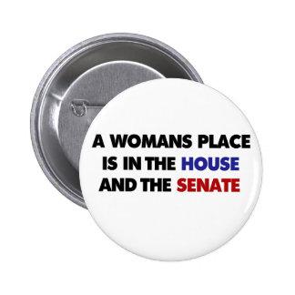 El lugar de una mujer está en la casa y en el sena pin redondo de 2 pulgadas