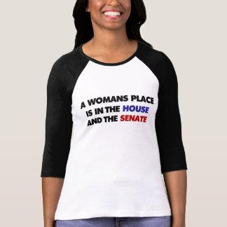 El lugar de una mujer está en la casa y en el sena t-shirt
