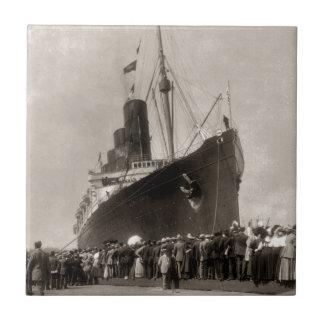 El Lusitania del RMS llega New York City 1907 Azulejo Cuadrado Pequeño