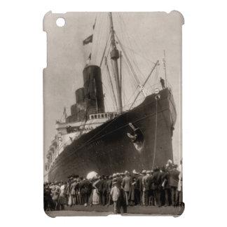 El Lusitania del RMS llega New York City 1907 iPad Mini Coberturas